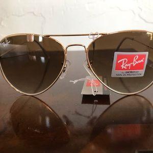 Gold frame Ray-ban Aviators